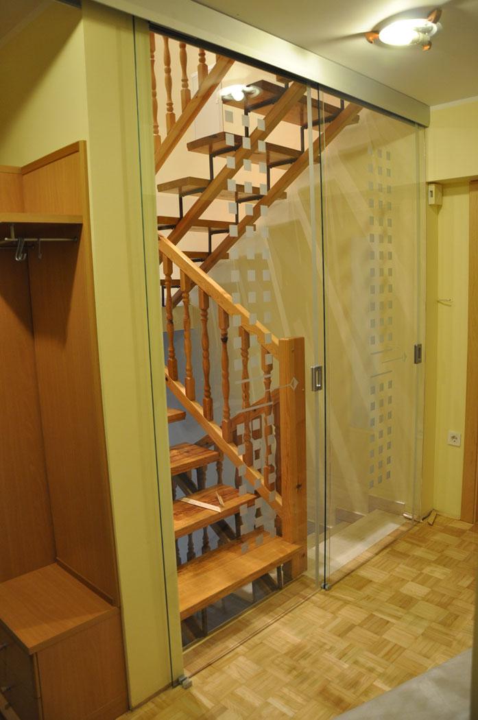 dvojna drsna vrata za stopnišča