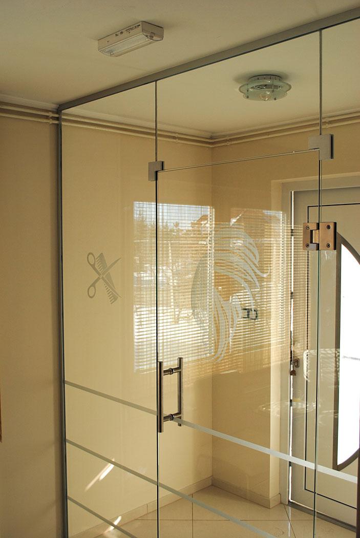 steklena nihajna vrata